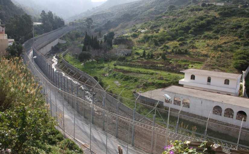 Marruecos impide la entrada de hasta 300 inmigrantes subsaharianos por la valla deCeuta